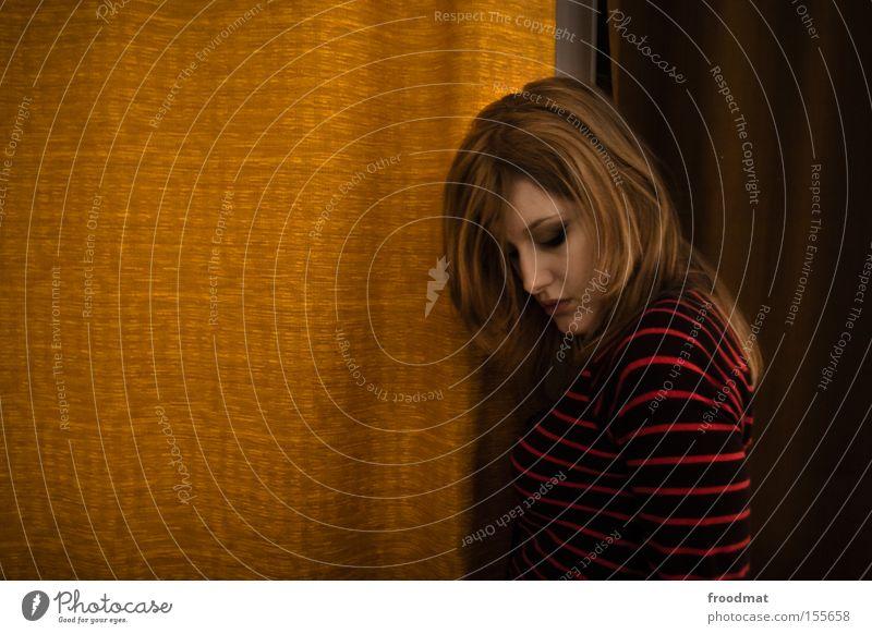 vorhang zu Frau schön Stil blond Design retro Dekoration & Verzierung Langeweile Vorhang Gardine Schüchternheit gestreift verlegen reduziert