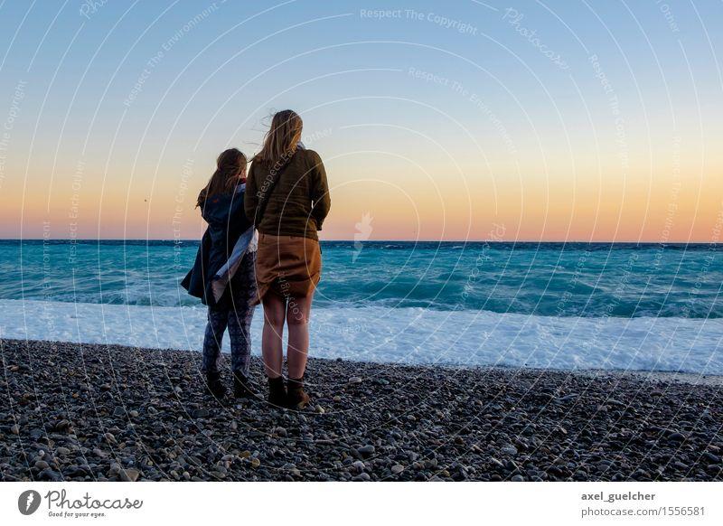 Sunset Together feminin Junge Frau Jugendliche Paar 2 Mensch 18-30 Jahre Erwachsene Natur Landschaft Wasser Himmel Sonnenaufgang Sonnenuntergang Schönes Wetter
