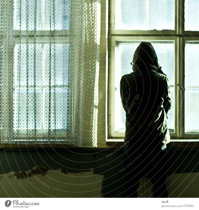 the opposite Mensch Fenster Glas Fensterscheibe Scheibe verfallen schäbig dreckig Vorhang gegenüber Aussicht Blick beobachten Angst Panik Einsamkeit