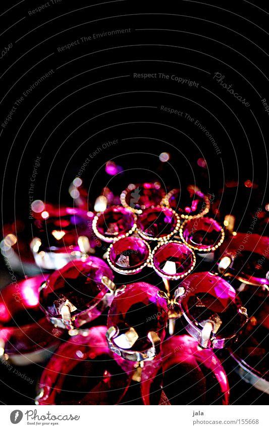 Erbstück Edelstein Schmuck glänzend Kostbarkeit teuer reich rot schwarz Reichtum Schatz Souvenir brilliant Macht Stein Mineralien brombeerfarben