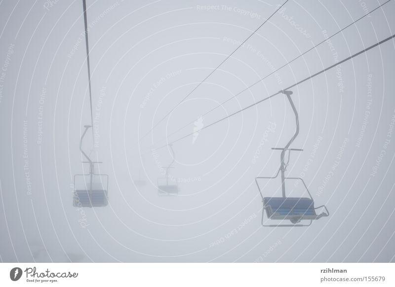Sesselbahn ins Nirgendwo Alpen Nebel Schnee Unendlichkeit Wintersport Vergänglichkeit Riederalp hohfluh kalt kälte