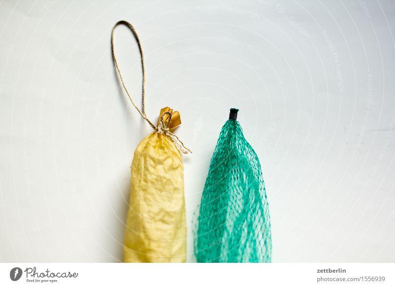 Wurst oder Obst? Ernährung Gesunde Ernährung Speise Essen Foodfotografie Gegenüberstellung Hülle Kontrast Wurstpelle Salami Wurstwaren Schinken Tüte Plastiktüte