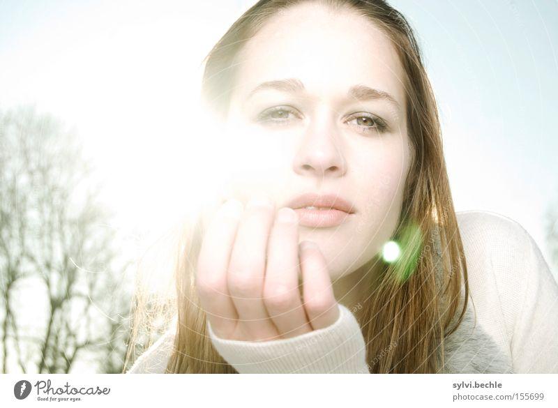 in the light I Frau Natur Hand schön Baum Sonne Winter Auge kalt Schnee Haare & Frisuren Mund Feld Erwachsene Romantik