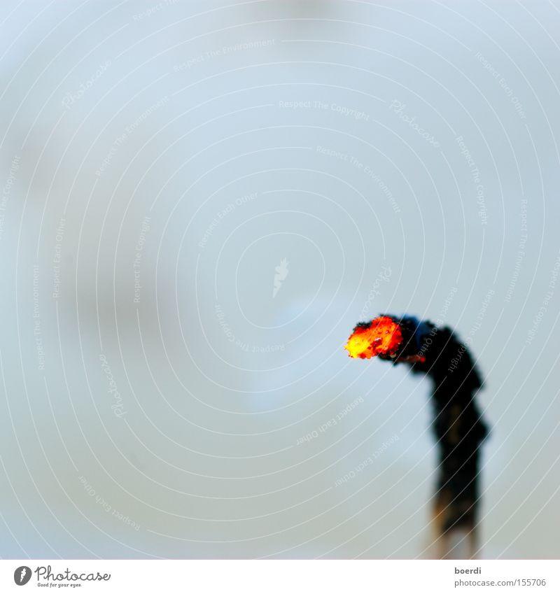 bUrnout Weihnachten & Advent ruhig Tod außergewöhnlich Feste & Feiern Geburtstag Vergänglichkeit Feuer Brand Vergangenheit Kerze heiß Ende brennen Erschöpfung geduldig