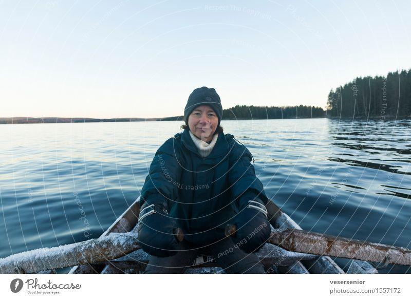 letzte bootstour vor dem winter Mensch Frau Natur blau ruhig Winter kalt Erwachsene Herbst natürlich Bewegung feminin Glück See Zufriedenheit Eis