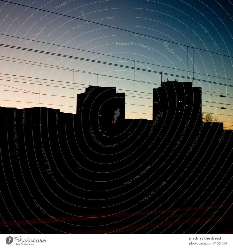 SCHÖNER GUCKEN Wahrzeichen Kugel Stadt schön Idylle Himmel Silhouette Sonnenuntergang rot Hochspannungsleitung Kabel Stahlkabel Architektur