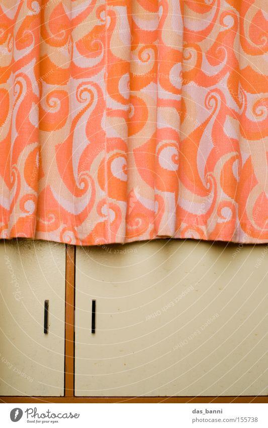 Ost-Romantik Vorhang Schrank Holz Stoff modern deutlich Linie Geometrie braun orange Muster minimalistisch Teilung Siebziger Jahre Design Haushalt Möbel Flur
