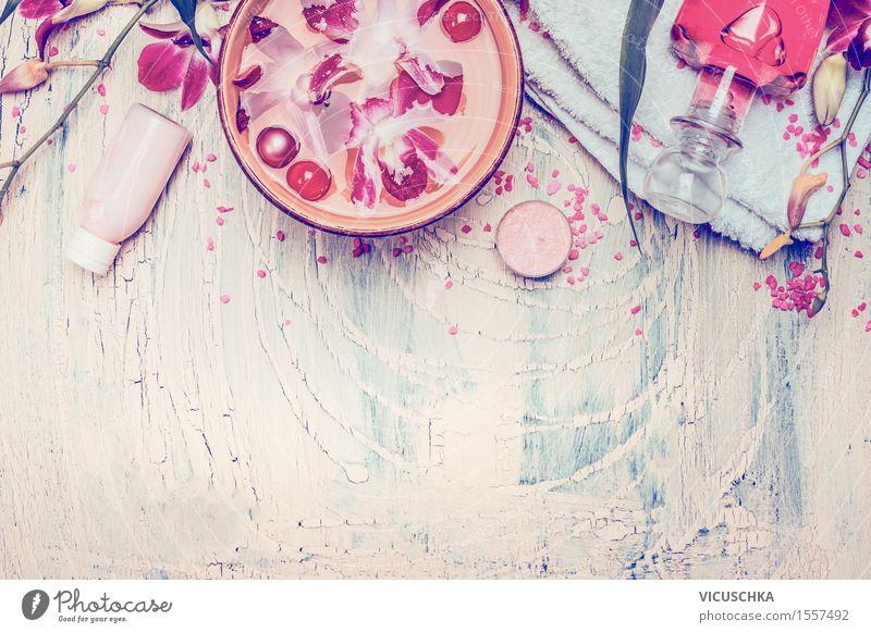 Spa oder Wellness Zubehör mit schwimmenden Orchideenblüten schön Wasser Blume Erholung Hintergrundbild Stil Gesundheit rosa Design Häusliches Leben Tisch Bad