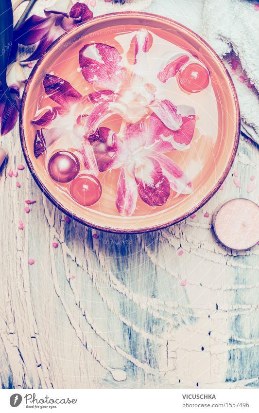 Wasser Schüssel mit schwimmenden Orchideen und Öl-Kugeln Natur Wasser Blume Erholung Erotik gelb Innenarchitektur Hintergrundbild Stil rosa Design Wohnung Dekoration & Verzierung Wellness Wohlgefühl harmonisch