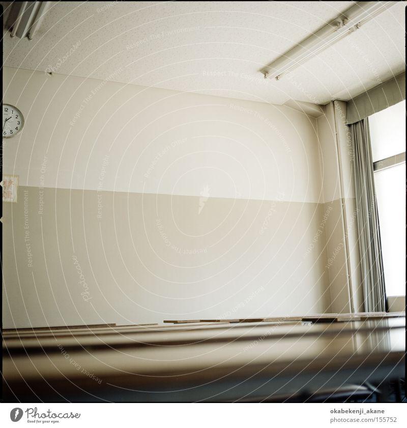 Klassenzimmer #2 Luft Stimmungsbild Licht Lichterscheinung Studium braun Japan Tokyo Blitzeffekt Schererei
