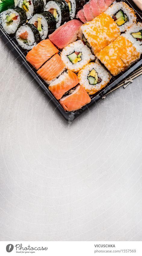 Sushi Menü in Transportbox Speise Essen Foodfotografie Hintergrundbild Stil Party Design Ernährung Fisch Bioprodukte Restaurant Vegetarische Ernährung