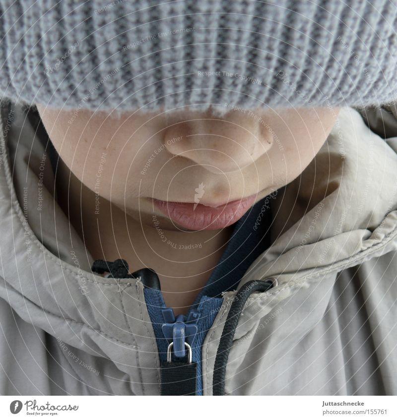 Winter Kind Jugendliche kalt Junge Traurigkeit Denken Nase Trauer Mütze Jacke frieren