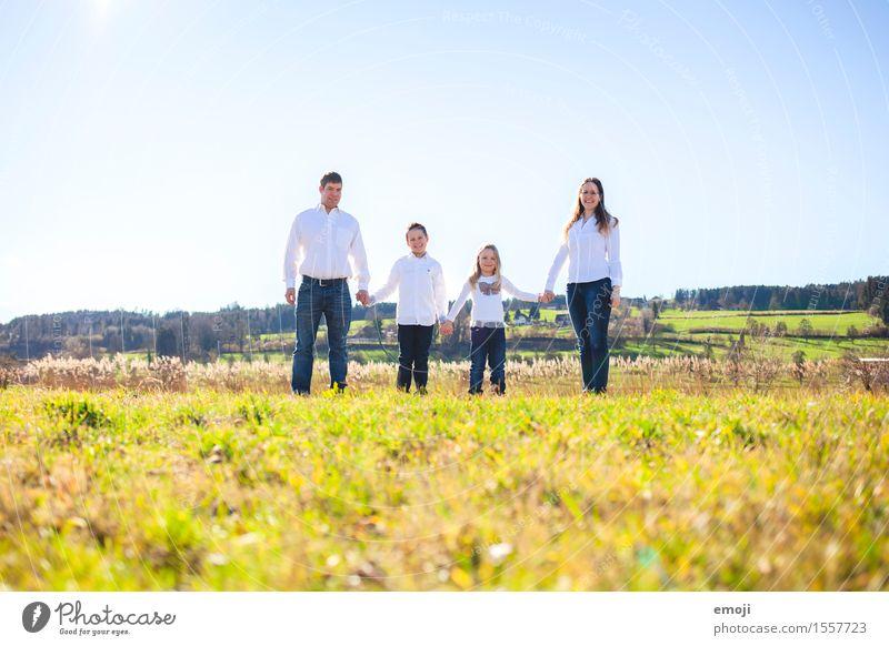 4 Mensch Natur Sommer Umwelt Wiese natürlich feminin Familie & Verwandtschaft Glück Menschengruppe Zusammensein maskulin Schönes Wetter Familienglück