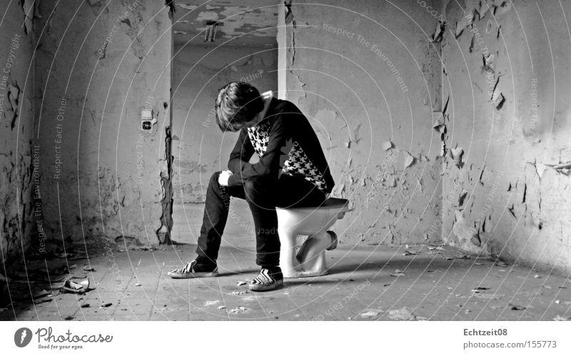 Woyzeck. Jugendliche braun Körperhaltung verfallen Toilette obskur Sitzgelegenheit Selbstportrait platschen Scheiß