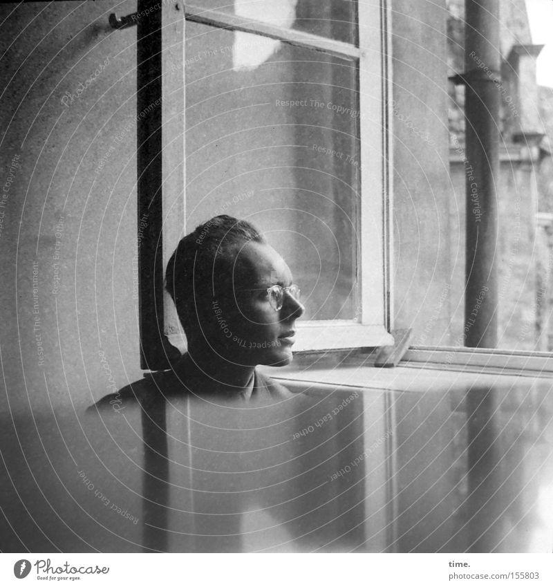 Etüden und andere Notierungen Mann Erwachsene Kopf Klavier Fenster Brille Konzentration Flügel Junger Mann 18-30 Jahre offen Fensterblick Profil