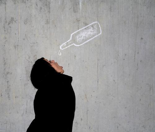 ::: schluckspecht ::: Textfreiraum rechts Getränk trinken Erfrischungsgetränk Limonade Alkohol Flasche Nachtleben Veranstaltung Bar Cocktailbar ausgehen