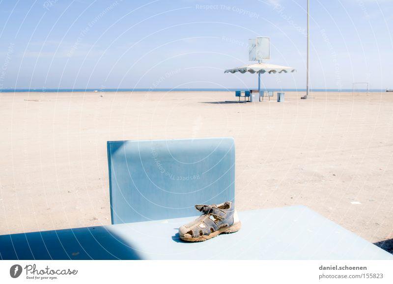 Traumstrand 3 Wasser Himmel weiß Meer blau Strand Ferien & Urlaub & Reisen Wolken Küste Horizont Tisch verfallen obskur Surrealismus