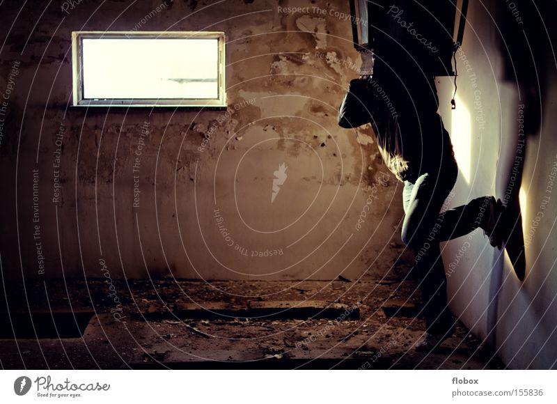 Suck it in! gefährlich Trauer verfallen Verzweiflung gefangen Justizvollzugsanstalt hilflos Haftstrafe Gefängniszelle Folter bestrafen Sträfling Selbstmörder