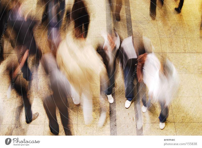Alles in Bewegung Mensch Menschengruppe gehen laufen