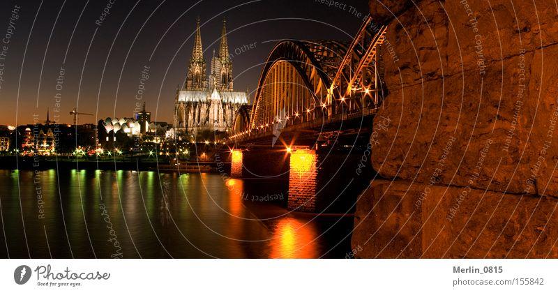 Domperspektiven Köln Eisenbahnbrücke Rhein Architektur Wahrzeichen Skyline Dämmerung Nacht Beleuchtung Denkmal