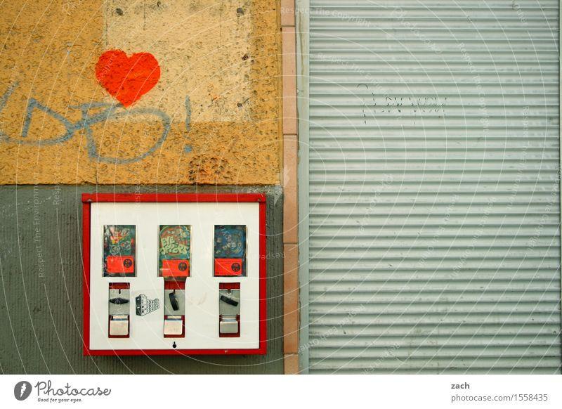 Investitionsmöglichkeit Süßwaren Kaugummi Kind Stadt Stadtzentrum Haus Mauer Wand Fassade Graffiti Herz Linie retro grau Kindheit Vergangenheit Automat