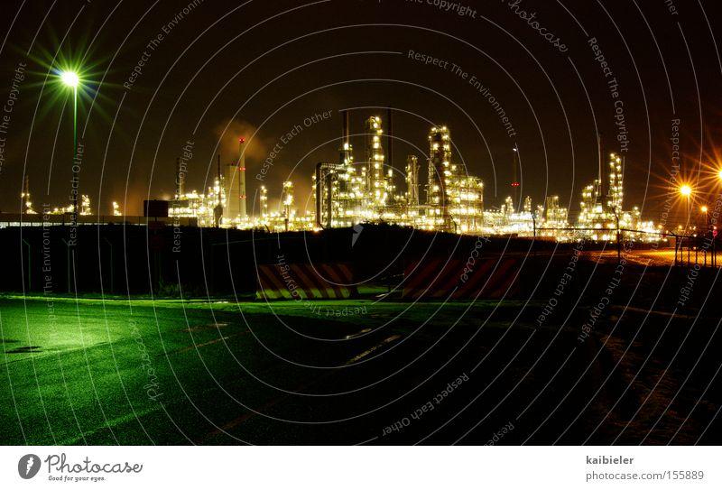 Lichter der Nacht Außenaufnahme Menschenleer Textfreiraum unten Langzeitbelichtung Totale Fabrik Wirtschaft Industrie Technik & Technologie Fortschritt Zukunft