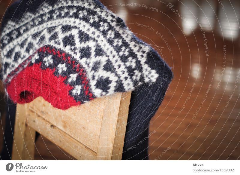 Wärmeversprechen II Wohlgefühl Zufriedenheit Erholung ruhig Winterurlaub Häusliches Leben Wohnung Dekoration & Verzierung Pullover natürlich blau rot weiß