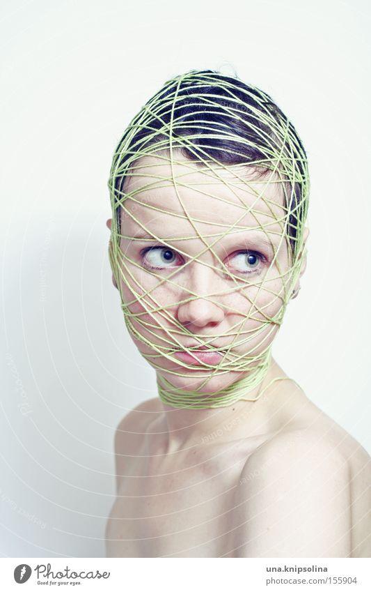 .ficelle Frau grün Gesicht Erwachsene Gefühle Kopf Schnur rein Netz skurril Handwerk Schulter lügen wickeln gebunden Handarbeit