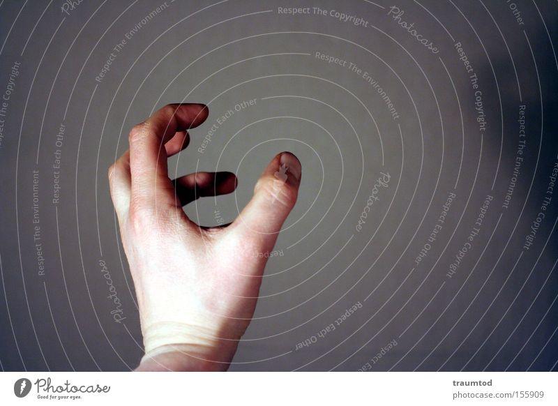 Grab it! Hand Faust gestikulieren Daumen Zeigefinger fangen greifen schnappen Finger Falte Hautfalten Gelenk Wut Ärger Makroaufnahme Nahaufnahme Mann
