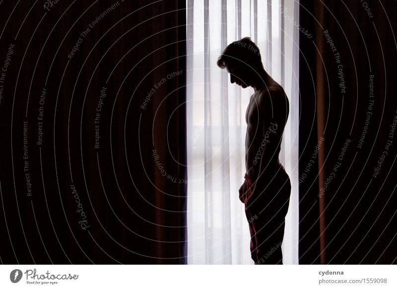 In den Schatten stellen Gesundheit Raum Mensch Junger Mann Jugendliche Leben 18-30 Jahre Erwachsene Fenster Stress Beratung Einsamkeit Enttäuschung Gefühle