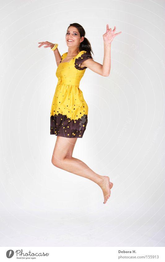 jump Frau weiß Sommer Freude gelb springen Beine Kleid Mensch