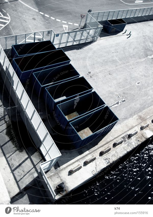 empty containers Container leer Güterverkehr & Logistik Handel Krise Hafen Ladung Versand Zaun kalt Schifffahrt Industrie