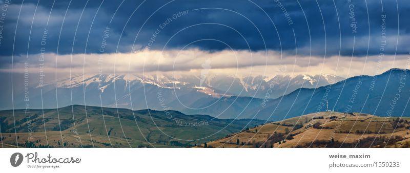Frühlingssturm, -regen und -wolken in den Bergen Himmel Natur Ferien & Urlaub & Reisen blau Baum Landschaft Wolken Berge u. Gebirge gelb natürlich Schnee Regen