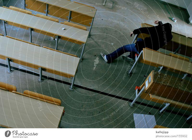 hefte raus! Schule Schulgebäude Studium Schüler Student Verzweiflung schlafen Schulbank Hörsaal Müdigkeit Lehrer PISA-Studie Prüfung & Examen hängenbleiben