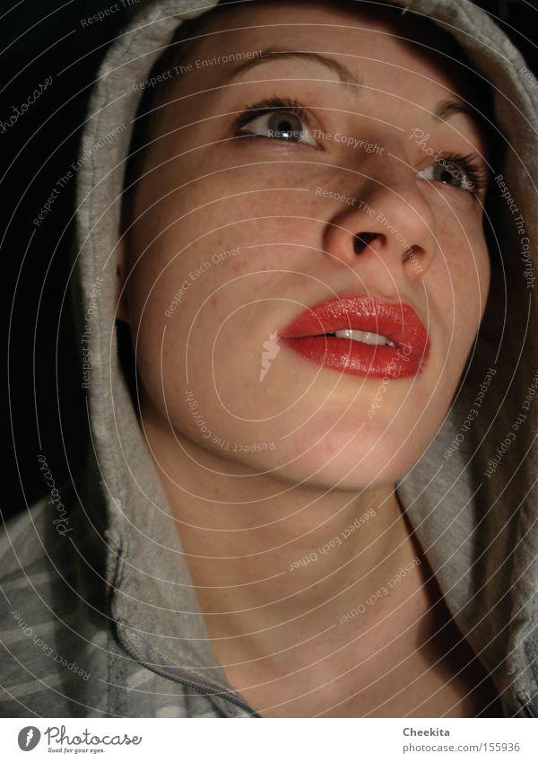 single effect Porträt Gesicht rot Lippen Schatten Schleier Kapuze Gefühle träumen Wunsch Phantasie Lust Brennpunkt Frau Konzentration Begierde Idee