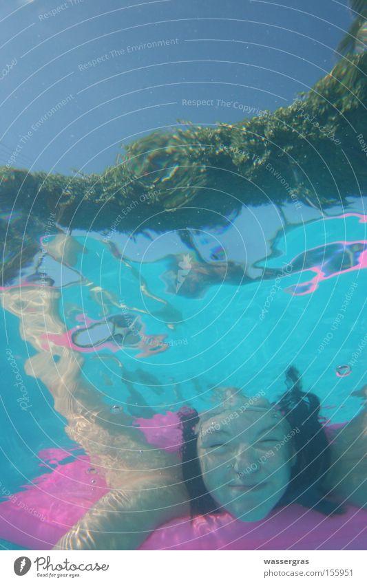 abgetaucht°° Wasser Mädchen Sommer Spielen Schwimmen & Baden Schwimmbad tauchen Bikini Freibad Luftmatratze Mensch