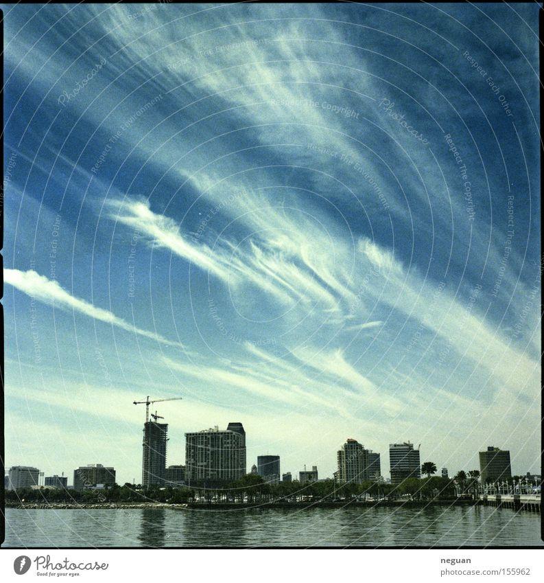 stadtwolken Stadt Skyline Himmel Wolken blau Florida Wasser Haus weiß Mittelformat USA saint peterburg hasselblad Architektur