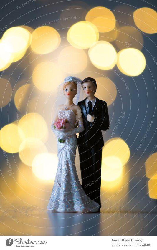 Hochzeitstag Frau Mann weiß Erwachsene gelb Liebe Glück Paar Zusammensein Zufriedenheit Körper stehen Kreis Romantik Kleid