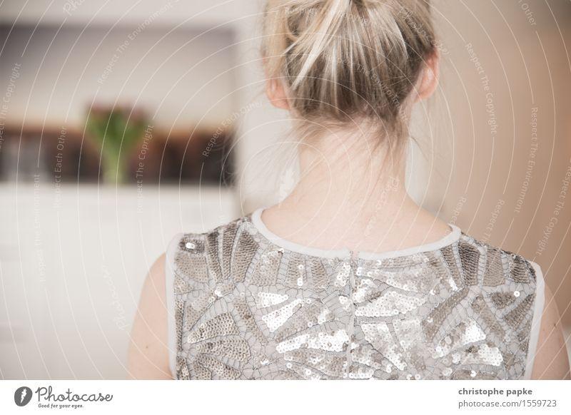 Glitterlady Mensch Frau Jugendliche schön Junge Frau 18-30 Jahre Erwachsene feminin Haare & Frisuren Mode Kopf blond Kleid T-Shirt Dutt 30-45 Jahre