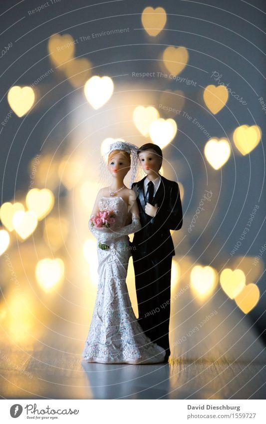 Love is in the air Frau Mann Erwachsene Liebe Gefühle Religion & Glaube Glück Paar Zusammensein Körper stehen Herz Romantik Hochzeit Kleid Vertrauen