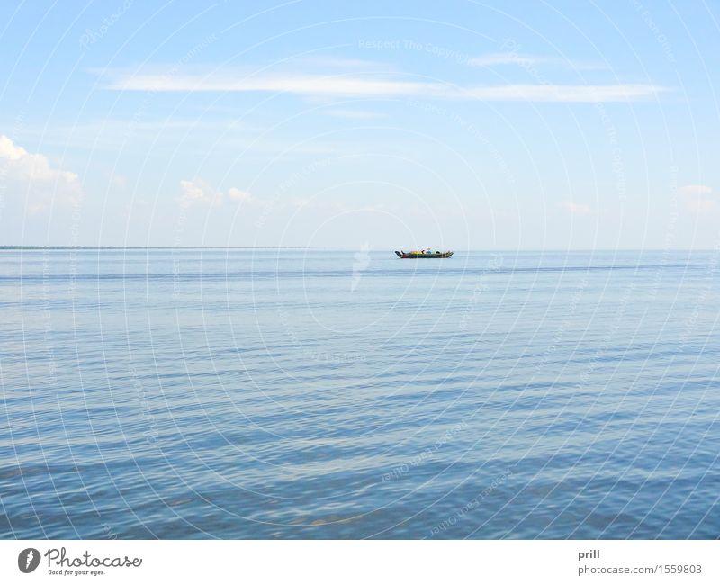 lonely boat in Cambodia Meer Kultur Wasser Horizont Ruderboot Wasserfahrzeug klein Einsamkeit gefährlich Tradition Überleben Kambodscha Oberfläche Asien