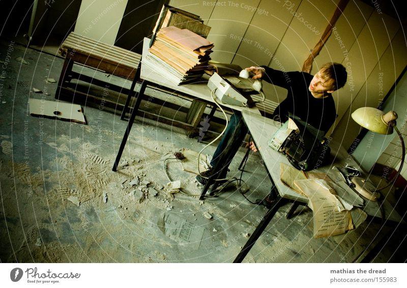 SCHATZ ICH KOMM HEUTE FRÜHER AUS DEM BÜRO III Mann dunkel Büro Fenster Arbeit & Erwerbstätigkeit Business Telefon Schreibtisch verfallen Müdigkeit Stress