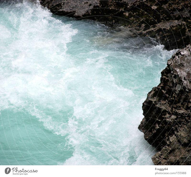 Frisch! Wasser Freude kalt Wellen Felsen Fluss Moos Schlucht Bach Gischt Wasserwirbel Strömung Slowenien