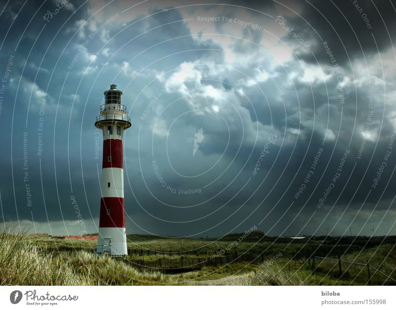 Mitten im Sturm rot Wolken Regen Philosophie Stimmung Küste Architektur Wetter Turm Klima Denkmal Gewitter Wahrzeichen Leuchtturm