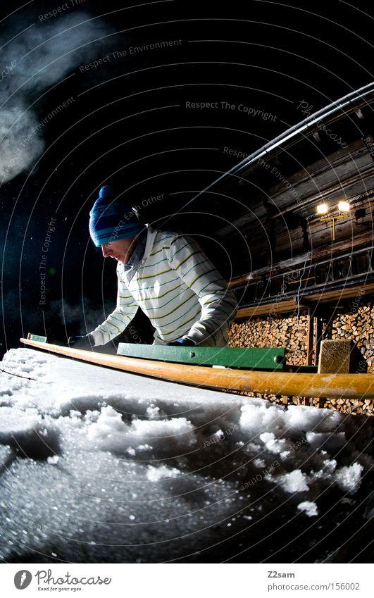 builder | sour cream and onion Mensch Schnee Stil Holz Arbeit & Erwerbstätigkeit Aktion Bank Scheinwerfer bauen Wintersport Vorbereitung Brennholz Nachtaufnahme Holzhaus Berghütte Glätten