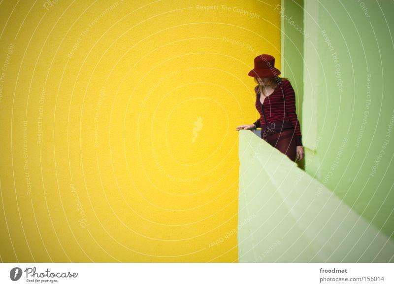 still wird das echo sein Frau schön Wand Stil modern Coolness retro Körperhaltung Hut Balkon Langeweile DDR Nostalgie