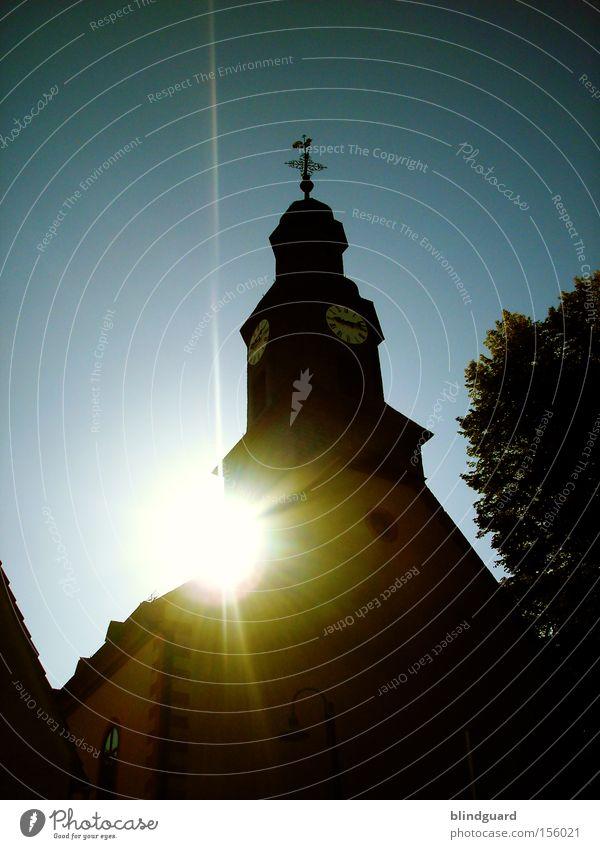 Heiligenschein Religion & Glaube Kirche Katholizismus Sonne Protestantismus Erkenntnis hell Haus Turmuhr Christentum Gott Gotteshäuser Kruzifix