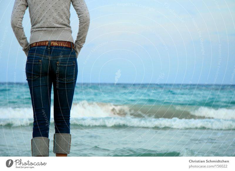 Tag am Meer Frau Wasser Himmel Sommer Strand Ferien & Urlaub & Reisen Wellen Jeanshose Gesäß Hose Spanien Mallorca Gürtel Mittelmeer