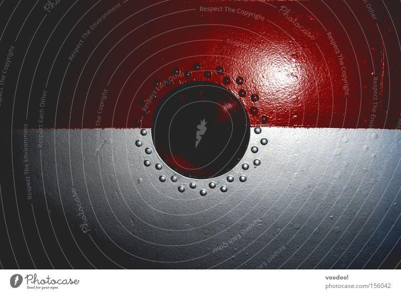 Himmelskörper (außer Betrieb) weiß rot dunkel Fenster Tür Industrie Loch blockieren Niete Luke Schwarze Löcher
