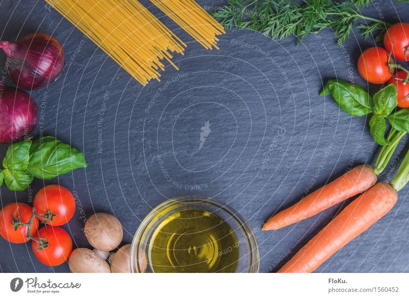 Italienisches Gericht in Einzelteilen blau grün rot gelb natürlich Gesundheit Lebensmittel orange frisch Ernährung genießen Kräuter & Gewürze lecker Gemüse